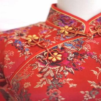 We love a good qipao wedding dress that blends both the traditions of Chinese culture with your own